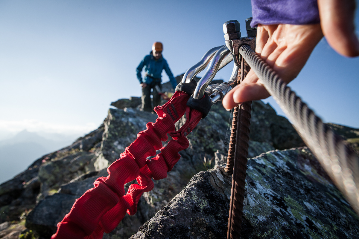 Klettersteig österreich : Bergsteiger entlang der klettersteig an nordseite des gr